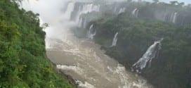Foz do Iguacu är Sydamerikas största vattenfall med 275 fall